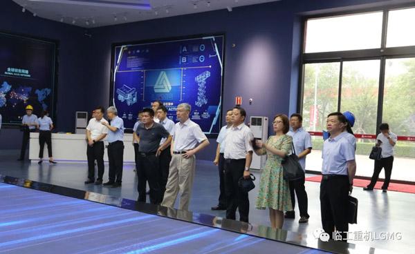 中国工程院院士李培根一行莅临临工重机指导工作